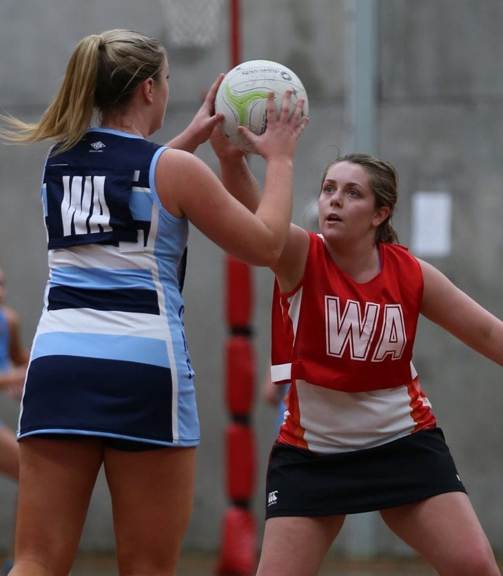 Photo of Emily McKenny playing netball for CSU